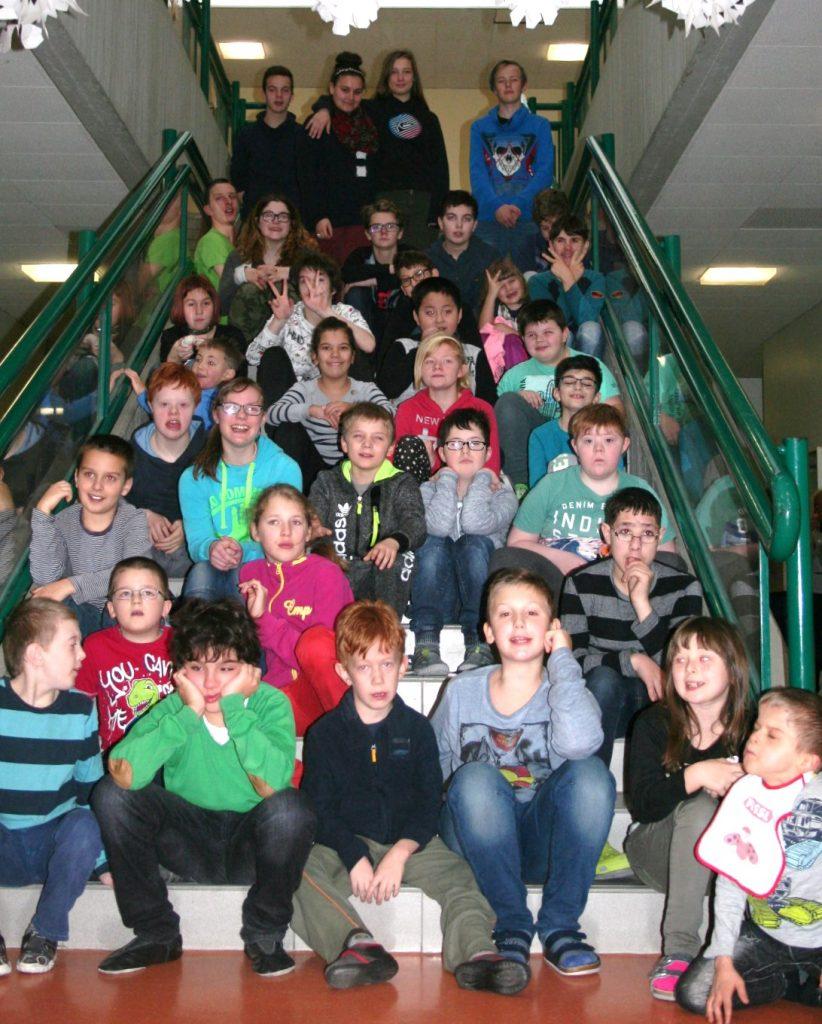 Die 44 Schülerinnen und Schüler der Pestalozzi-Schule Braunau